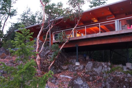East Sooke Hillside Retreat - Sooke