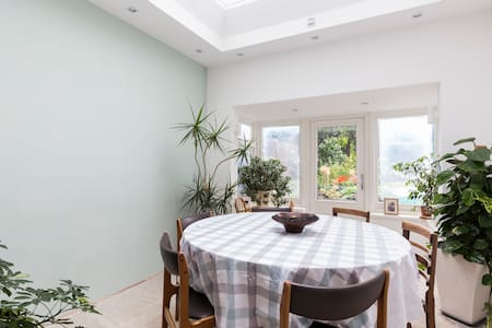 A Home Between Town & Country - Orpington - House