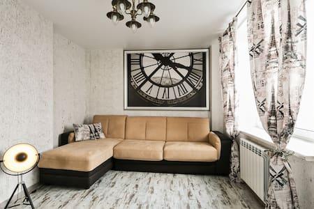 Уютная дизайнерская квартира - Ostrovtsy - Wohnung