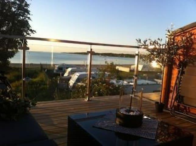 2-plans med utsikt över köpingsviks badstrand