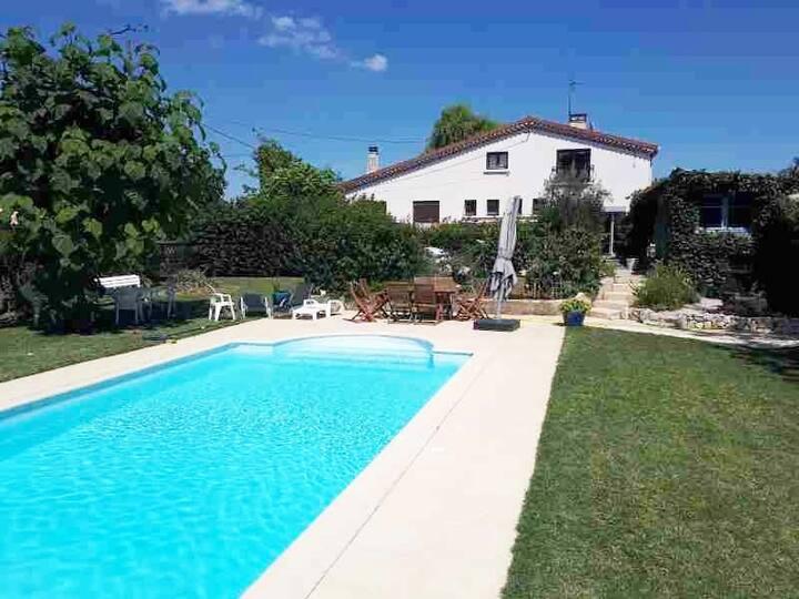 Villa  12 voyageurs avec piscine dans la nature