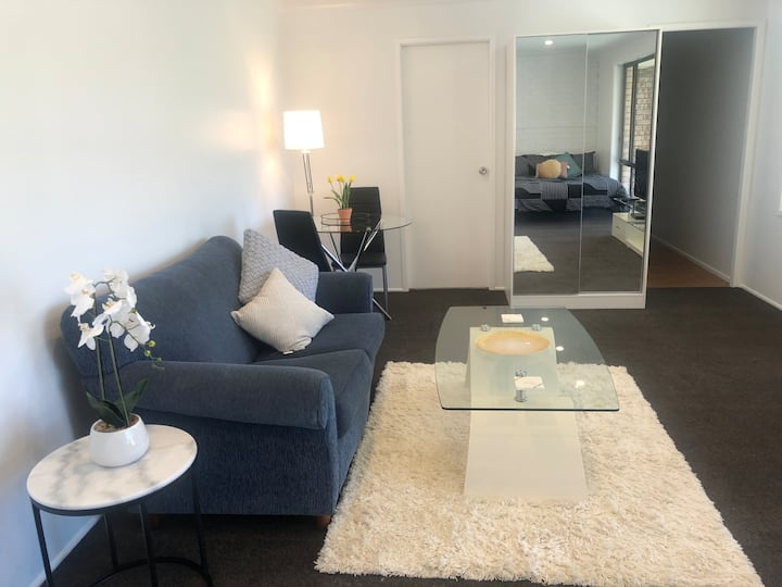Newly renovated modern unit in quiet area