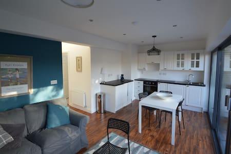 Modern cottage in city centre. - Cork
