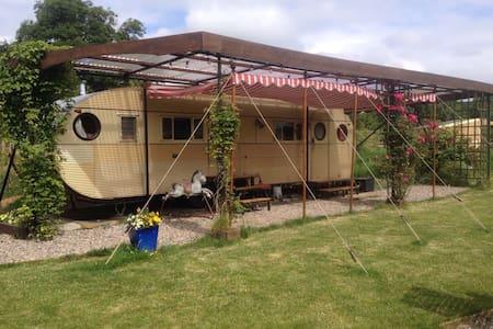 cosy vintage american caravan - churchinford - Autocaravana