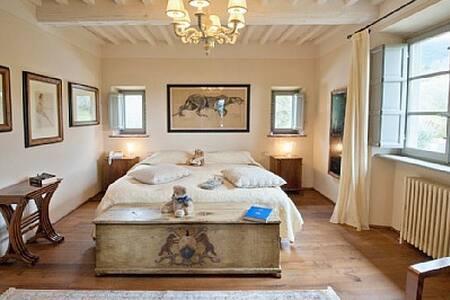 Splendida Villa con piscina riscaldata e A/C - Camaiore
