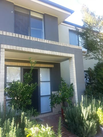 Yerabi Oasis - Gungahlin - Bed & Breakfast