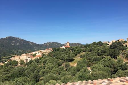 Villa met uitzicht bij dorp/strand - Aregno