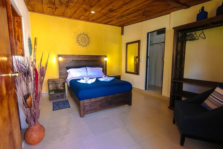 Casa Flor De Vida: Private Room, bathroom & garden