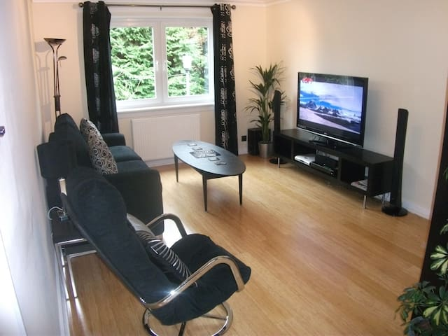 4 Star Boswell One-Bedroom Apartment - Glasgow