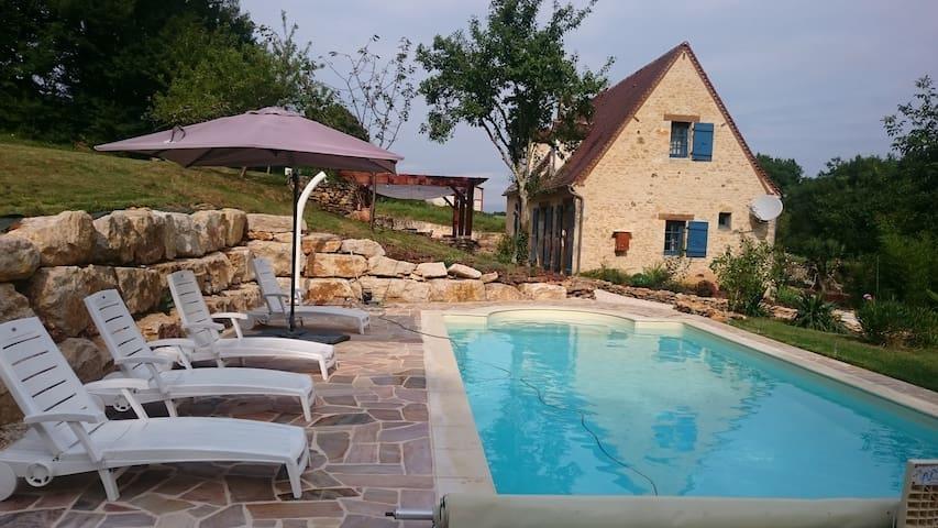 Périgord noir Maison piscine privée chauffée