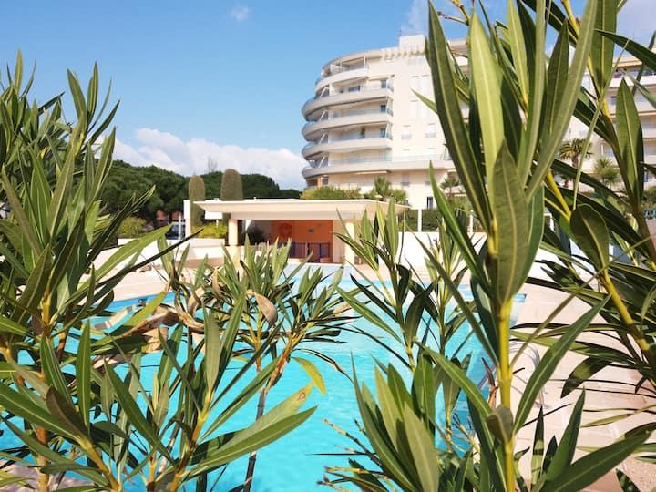 Fréjus plage appart 28m2 piscine parking mer à 200