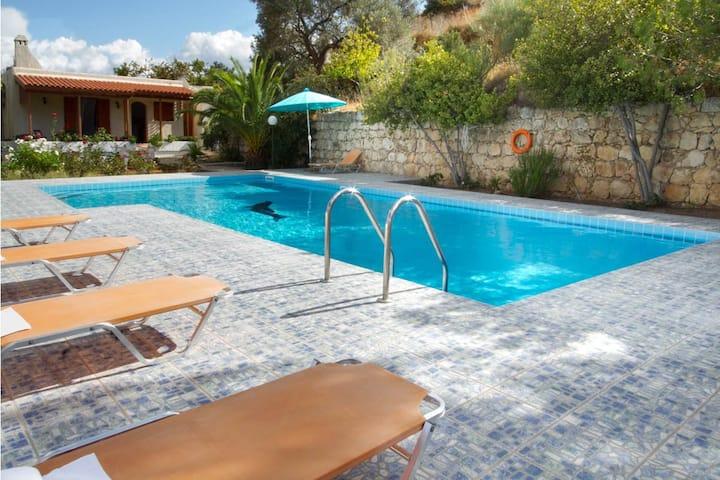 Villa Blossom, 3 BD, 2 BA, private pool