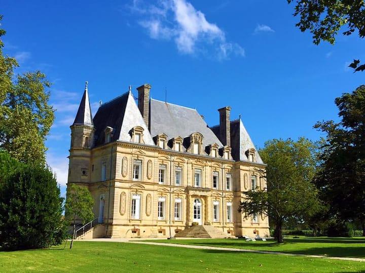 Chateau Rousseau de Sipian Pink Room