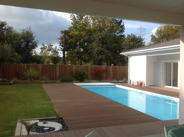 1 Chambre d'hôtes dans villa calme avec piscine - Saint-Aubin-de-Médoc - Villa