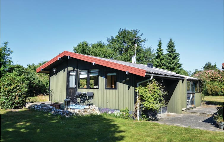 Holiday cottage with 2 bedrooms on 47m² in Rødby