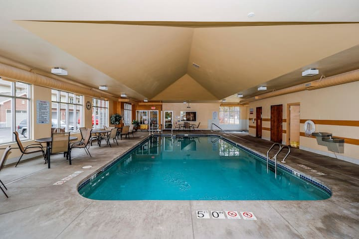Wisconsin Dells Getaways Indoor Pool #408