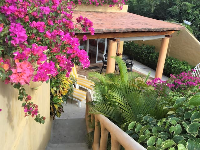 Peaceful Little Condo With Direct Access To Beach - Zihuatanejo - Apartamento