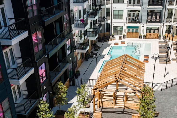 AMAZING BANG for your BUCK! In Heart of Downtown