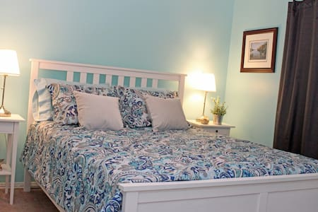 Large Two bedroom Walk-out Entire Suite, Ancaster