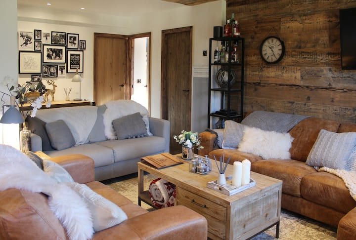 Chalet M - a luxury ski apartment 100m from slopes