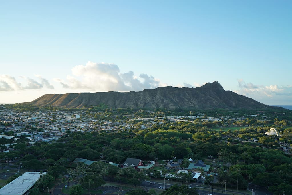 Amazing views of Diamond Head from the lanai (balcony)!