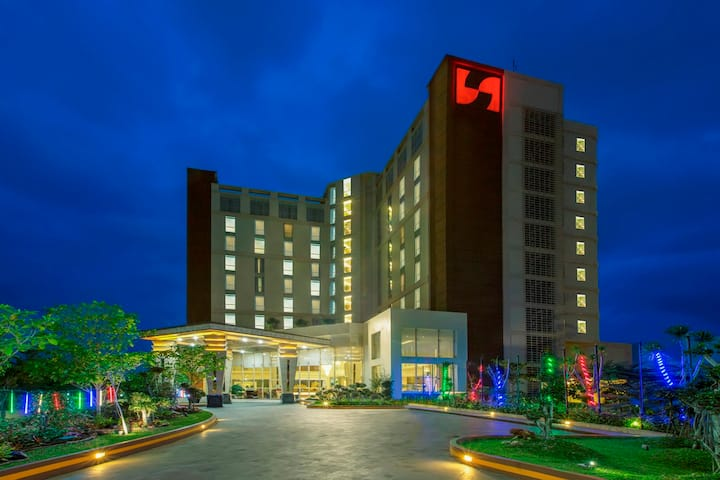 Deluxe Room at Swiss-Belhotel Lampung