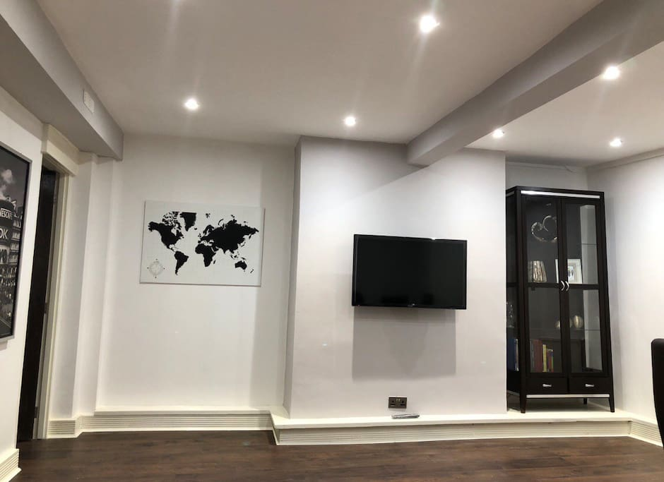 Living room with TV and Netflix