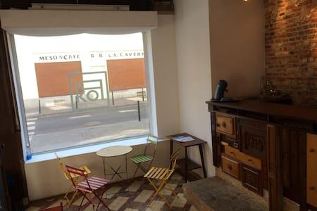Logement dans un café littéraire - Bruxelles - Wohnung