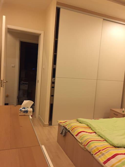 家具新地板亮