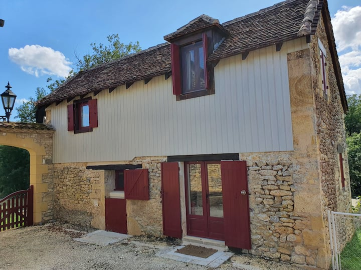 Comfortable One Bed Gite with Shared Pool