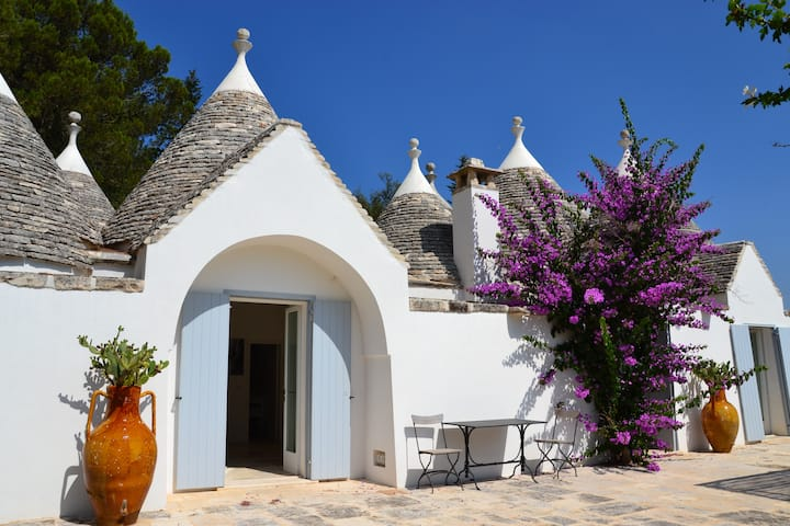 Amazing Trullo with pool. Wonderful location.