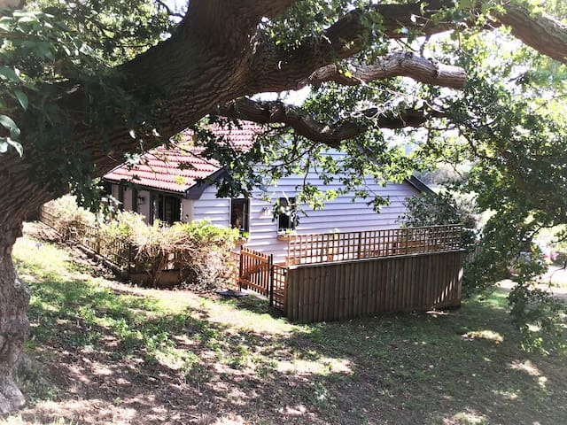 Crane Lodge-Secluded 1 bedroom stay near the coast