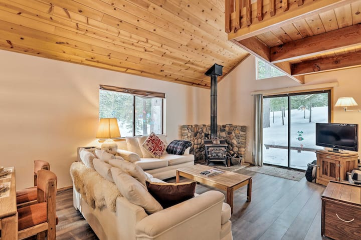 Homey Truckee Escape w/Deck & Community Amenities!