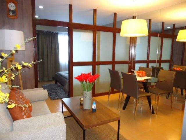 Quality stay@West Insula Condo,QC w/ WIFI & cable