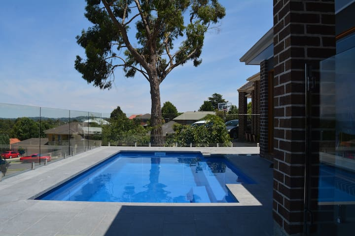 *NEW* Mooroolbark Home with a View