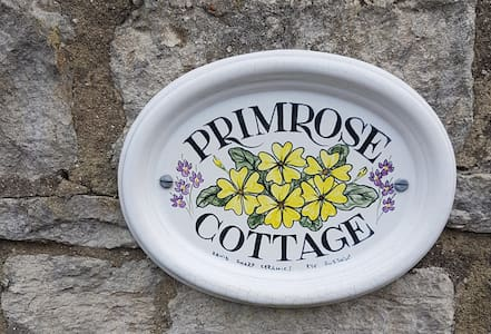 Primrose Cottage, Weymouth - semi rural cottage