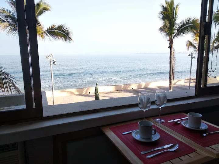 Sunset Loft- Malecón- Ocean view and pool