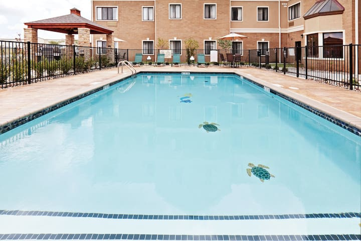King Suite. Free Breakfast Buffet Daily. Outdoor Pool.