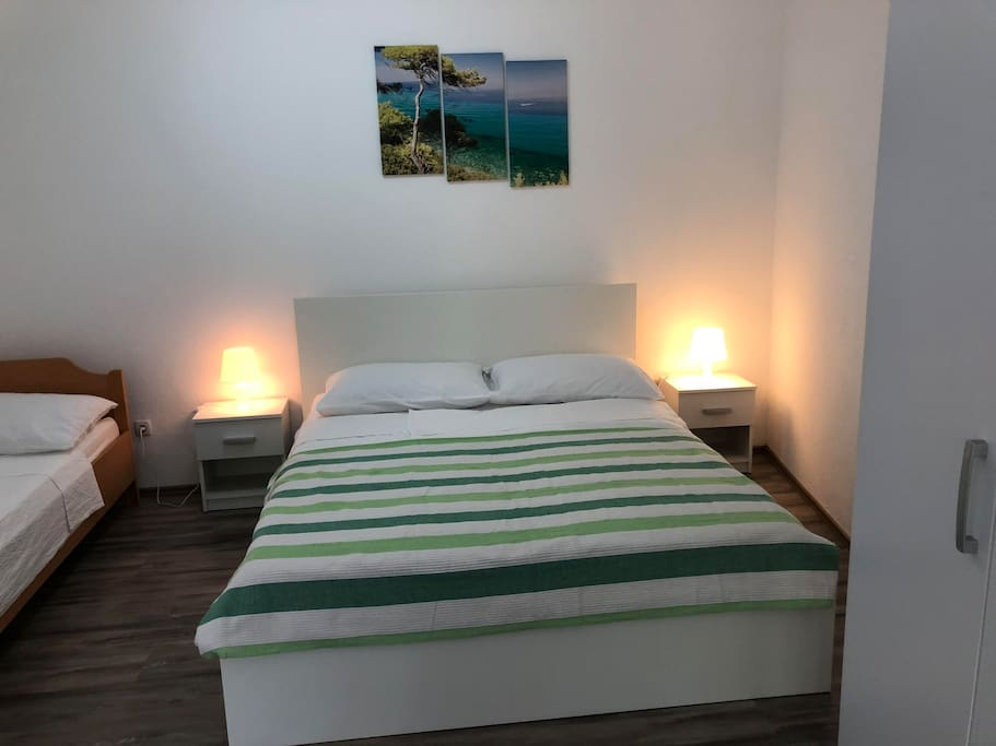 king size bed & single bed