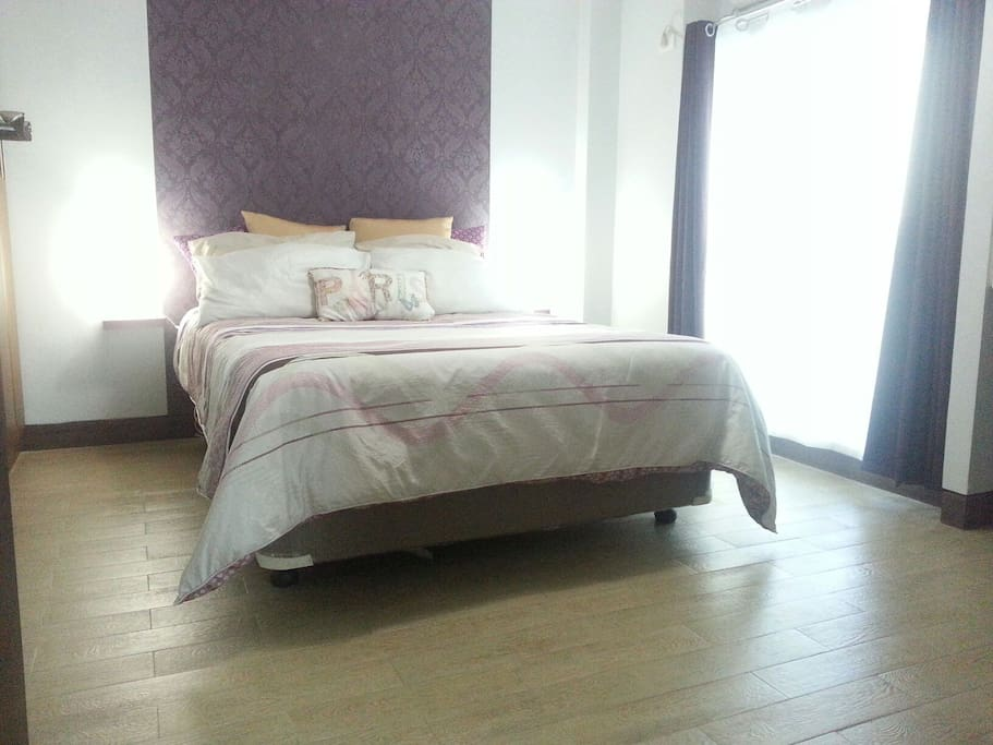 Large Bedroom w/ comfortable Queen size Bed