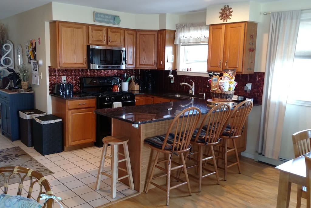 Updated spacious open kitchen with beautiful granite counters!