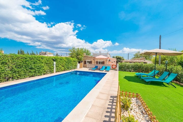 CAN TOMEU - Beautiful villa with private garden and pool in a quiet area. Free WiFi