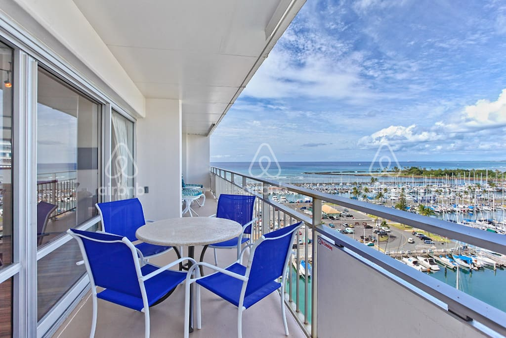 Spacious Balcony great for dining outside. And it has an ocean view!
