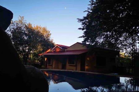 Relax en Orotina cabina 4 pers con Picina