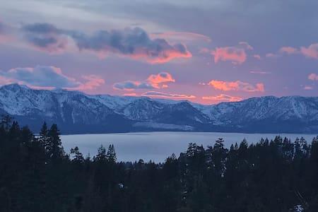 *Modern Mountain Top Ski Stop* PANORAMIC LAKE VIEW