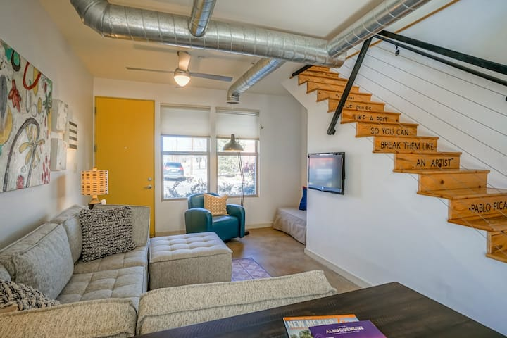 Urban! Art! 1bd1ba Condo near Old Town/Sawmill