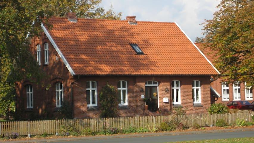 Altes Lehrerhaus    Nordgeorgsfehn  Ostfriesland