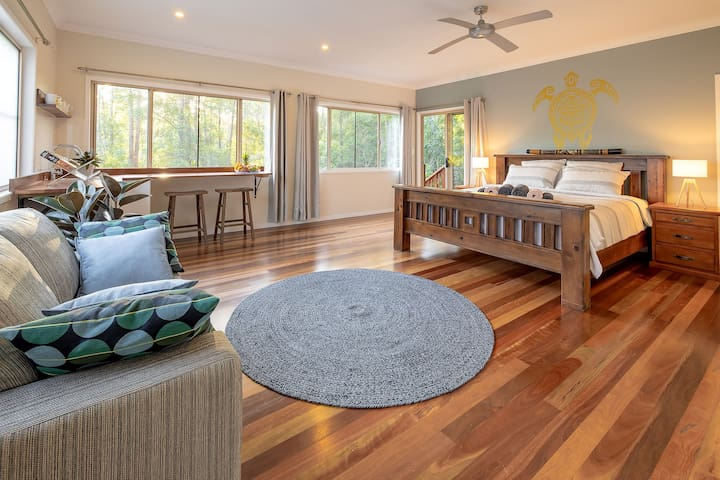 Eco Retreat - in Noosa Hinterland Rain-Forest