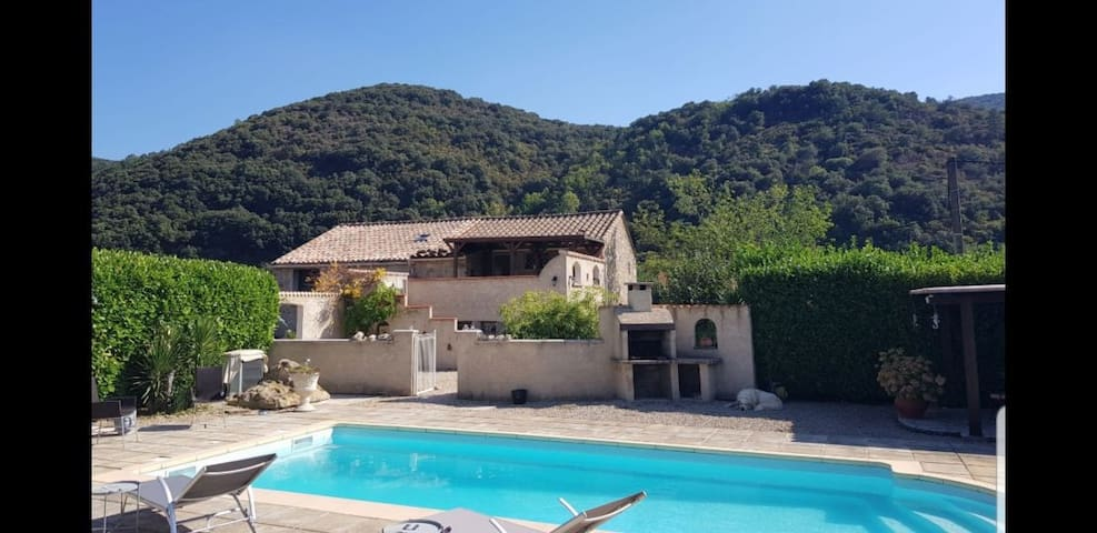 Tranquil Mountain Gite with Pool, Olargues