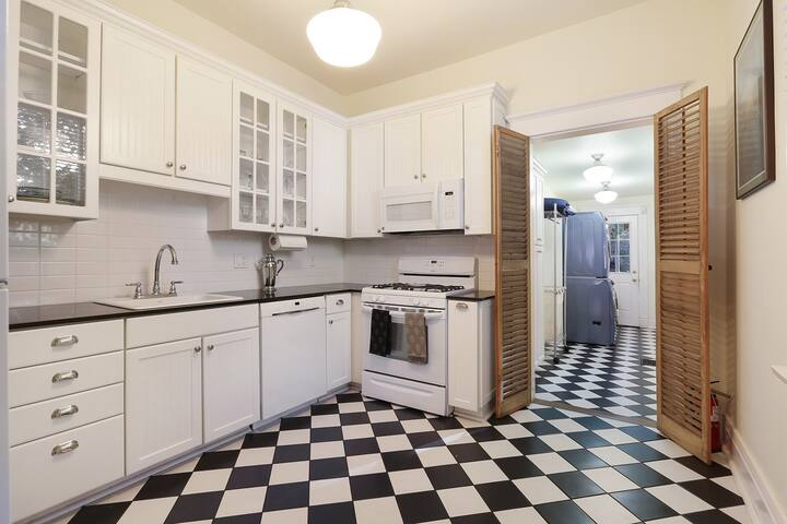 Kitchen-fully stocked